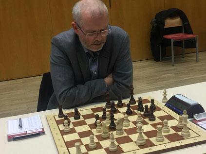Reinhard Heimberger beim Ausknobeln