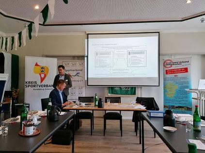 Prof. Dr. Barsuhn (INSPO) erläutert das Planungsverfahren (Foto: Hans-Jürgen von Hemm)