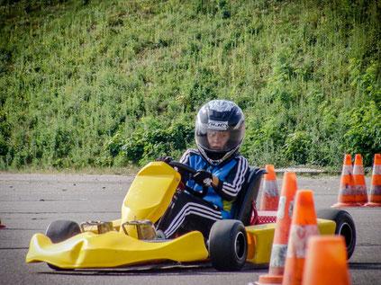 Erik Sommer hoch konzentriert  im Slalomparcours.