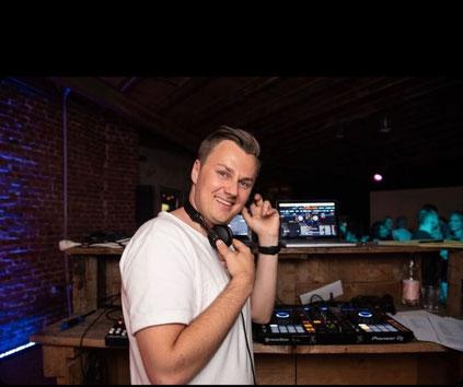 Denis ist deutsch polnischer DJ