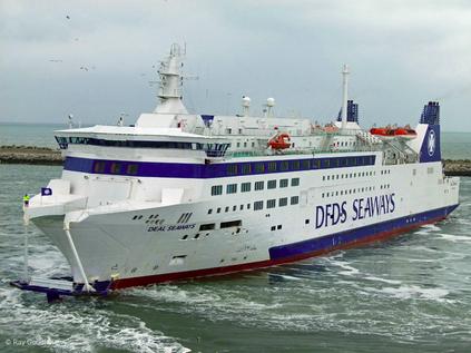Barfleur, alors nommé Deal Seaways et exploité par DFDS Seaways, surpris dans le port de Douvres.
