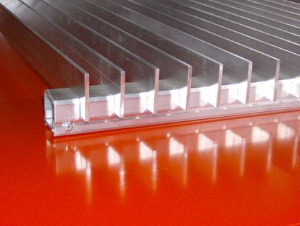 Fassadengitter: variabler Lamellenabstand, variable Lamellengrösse