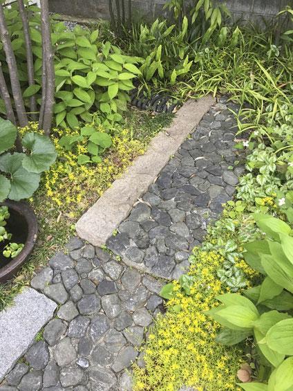 グリ石畳みの延段