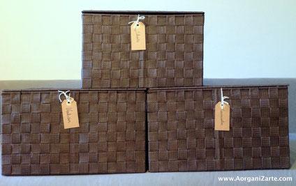 Guarda la ropa de otras temporadas en cajas con etiquetas en partes altas o bajo la cama - www.AorganiZarte.com