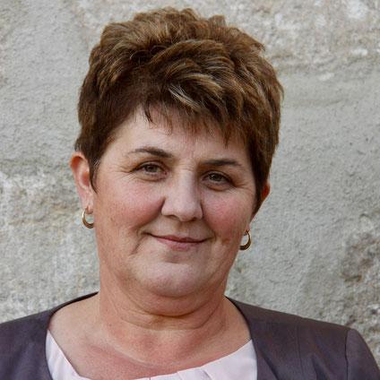 Elisabeth Hölzl, Tierarzthelferin