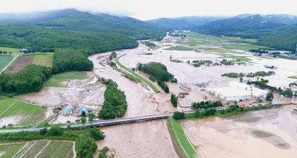 空知川左岸堤防の決壊による市街地の浸水(平成28年8月31日。南富良野町字幾寅)