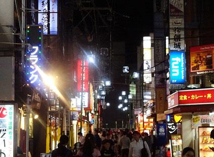 綱島は夜を主戦場とする飲食店も多く、新型コロナ前は賑わっていた(2019年6月)