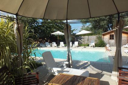coin ombragé prés de la piscine