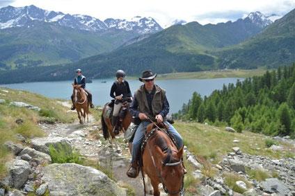 Ausritt, Reiten in den Bergen, Pferde, Berge, Engadin, Reiten