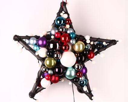 Beidseitiger Stern aus bunten Glaskugeln mit LED-Lichterkette