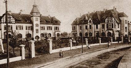 Ansicht Kloster um 1905 (die beiden Eckgebäude, erst 1908 fertiggestellt, sind noch nicht zu sehen ...)