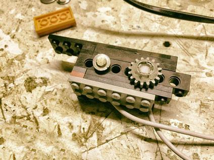 Der DimmerSchalter wurde in einen Block aus Lego eingebaut
