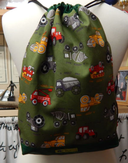 Rucksack mit dunkelgrünen Innenstoff