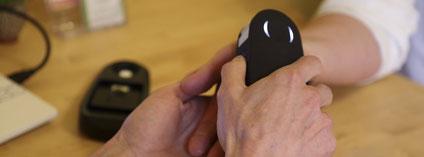 Der Scanner bei der Arbeit an der Handinnenfläche