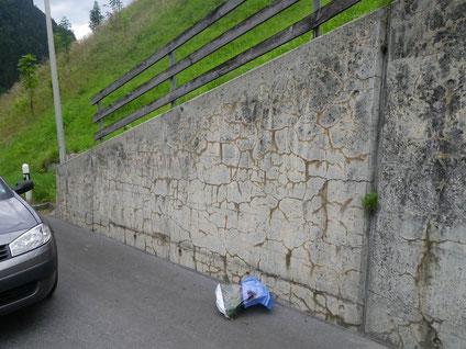 Fessure causate dalla RAA in un muro d'ala