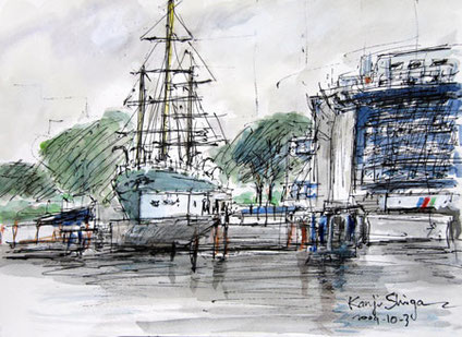 東京都品川区・天王洲の運河の水門と船