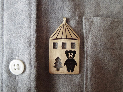 おもちゃの家と、くまちゃん人形  Toy house and teddy bear /ペンダントトップ Pendant Jewelry