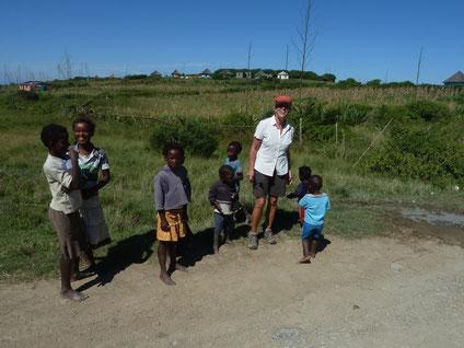 Sammeln fuer die Schule Kinder an der Wild Coast