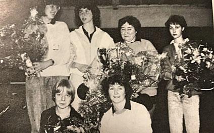 Die 1. Damenmannschaft Meister 1987 | (stehend) Chr. Bach, M. Fritsch, F. Hornef, P. Stroppel | (kniend) A. Zell-Koch, G. Heckmann
