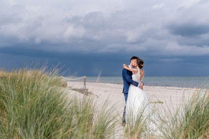 Hochzeitsfotograf Kiel Fotograf Hochzeitsfotos Fehmarn Hochzeiten Liebe Hochzeitsfotos Kiel Hochzeit heiraten Fotos Ostsee Beach Motel heiligenhafen