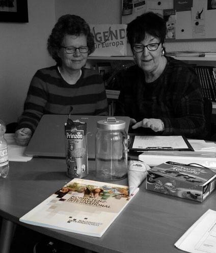 Eva Felka und Heike Lorenz bei der Arbeit