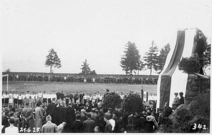 Einweihungsfeier Ehrenmal im Juni 1925 (Foto: PK 1949 - Archiv Eric Lindon)