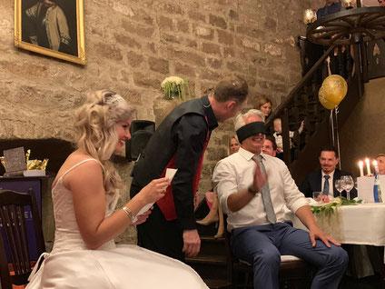 Hochzeitszauberer Stuttgart, Zauberer für Hochzeit Stuttgart, Zauberkünstler, Zauberer für Hochzeitsfeier, Tischzauberer zum Kaffee Stuttgart, Hochzeitszaubershow Stuttgart, Zauberei in Stuttgart zum Fotoshooting, Zaubershow zum Dinner Stuttgart,