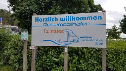 Willkommensschild Reisemobilhafen Twistesee