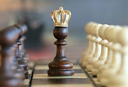 pion-roi-couronne-jeu-échec