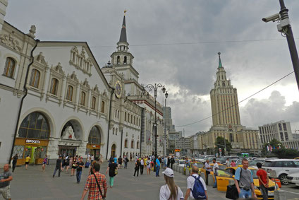 Kasaner Bahnhof in Moskau und Hotel Leningradskaja