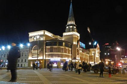 Jaroslawler Bahnhof in Moskau bei Nacht