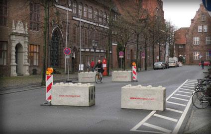 Straßensperre, Beton-Barriere, Weihnachtsmarkt, Lüneburg