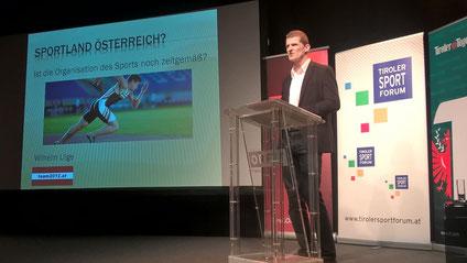 Wilhelm Lilge beim Vortrag in Innsbruck (Foto: Manuela Wally)