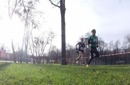 Martin Mistelbauer führte das Männerrennen über die Langstrecke lange an und musste sich erst im finish Luca Sinn geschlagen geben. Foto: Schatzmann