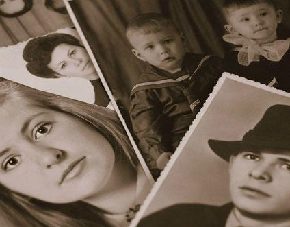 Photos de famille en noir et blanc, façon vintage.