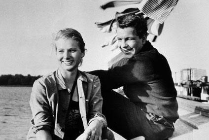 Anne (Maria Haussler) und Kalle (Götz George) - alter Kahn und junge Leute