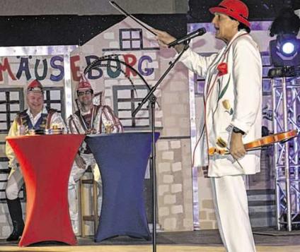 """Der """"Tulpenheini"""" erntete für seine Scherze viele Lacher bei der Vichter Herrensitzung. Foto: Dirk Müller"""