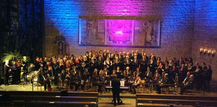 """Ein imposantes Bild – über 100 Mitwirkende beim Konzert """"Legenden"""""""