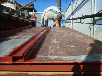 鉄板屋根の錆止め塗装