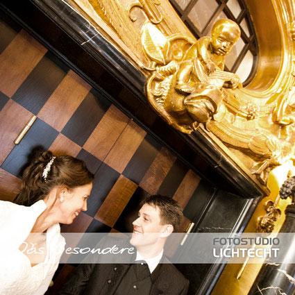 Gästehaus Wolfsbrunn, taruung, treppe, gold, burg stein hartenstein, hochzeitsfotograf wolfsbrunn