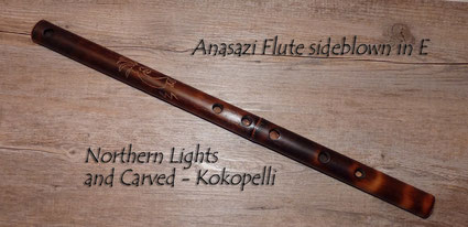 Anasazi Flute sideblown in E - Northern lights and Carved (Kokopelli)