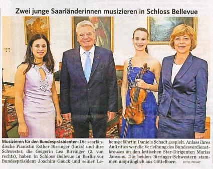 Lea Birringer im Schloss Bellevue zusammen mit Bundespräsident Joachim Gauck