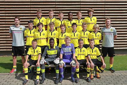 Früher in der Jugend des SV Horneburg, heute bei Borussia Dortmund aktiv ist der Dattelner Jonas Brendieck (vorne, 3.v.l.)