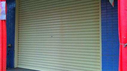 蓮田市の店舗兼住宅、シャッター塗装工事完了の写真