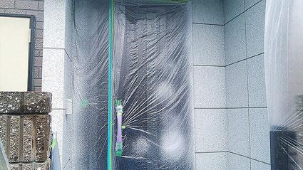 さいたま市大宮区の戸建住宅、外壁エレガンストーン吹付け完了の写真