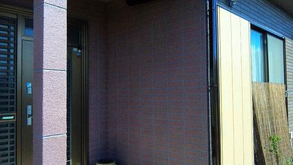 春日部市の戸建住宅、外壁塗装をエレガンストーン吹付け完了の写真