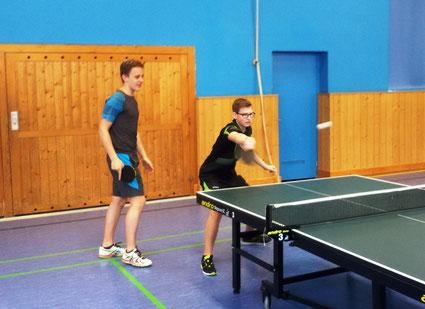Foto (Schürer): Kein eingespieltes Doppel und trotzdem gewonnen: Jonas Spehr (links) und Pascal Blees (rechts)