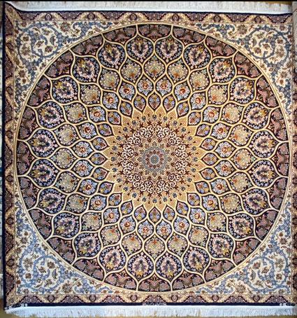 ESFAHAN 2x2  DAVARI工房 GOLD部分はすべてsilk糸で光沢がありとても美しい絨毯です。