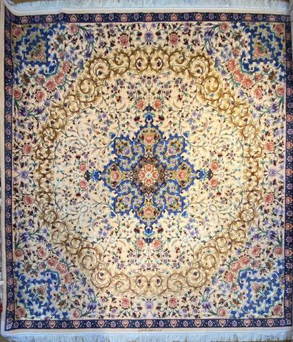 ESFAHAN  約2x2 FALAHATIYAN工房 wool&silk silkの分量が多いこちらの絨毯