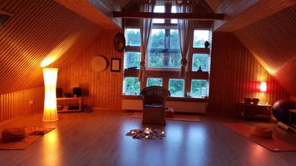 Der Meditationsraum für das MUDRA-Strömen am Abend